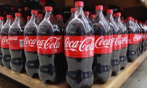 Компания Coca-Cola намерена использовать бутылки из переработанного пластика